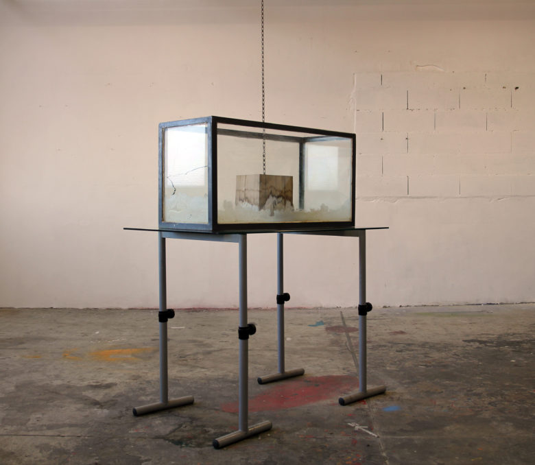 « Crystal Cube » 120x70x150 cm Bois, eau, poudre de sel fin Open Studio MOTOCO 06/2017 - 12/2017