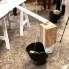 Quand nos champions du collectif 2920g s'ennuient le dimanche matin, ils prennent des gravats, deux seaux, de la ficelle et deux bouts de bois et vous fabriquent une machine hypnotique qui dessine des merveilles 😳. #motoco @collectif2920g - May 21, 2019